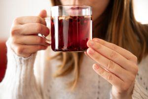 Los mejores tés para la digestión que alivian la inflamación después de comidas pesadas