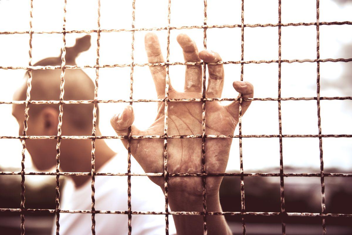 El objetivo del programa es evitar la reincidencia y que la persona se reincorpore a la sociedad. / foto: shutterstock.