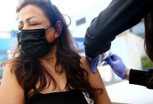 Nuevo récord de vacunación diaria en EE.UU: 4.6 millones de vacunas el sábado