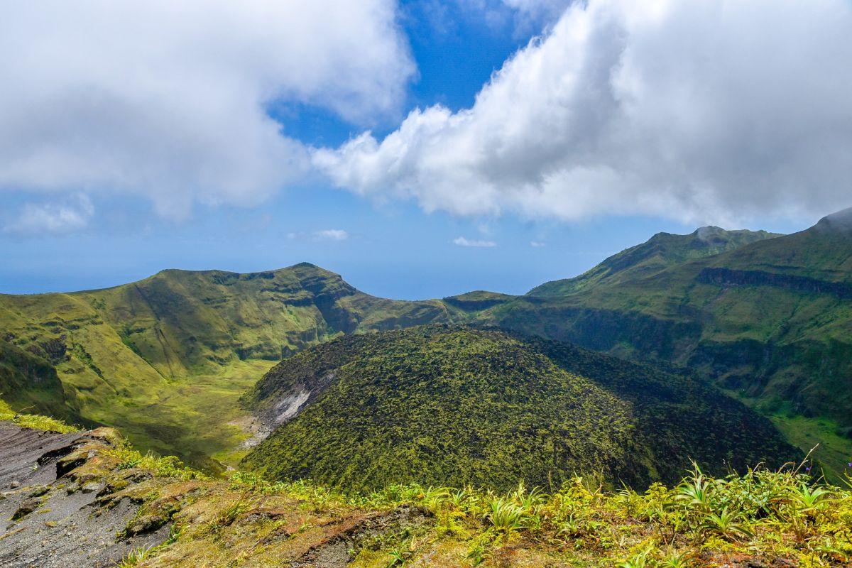Ordenan evacuaciones en la isla San Vicente en el Caribe por inminente erupción volcánica