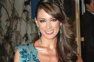 Jacky Bracamontes impacta en su regreso a Miss Universo con un elegante corsé transparente