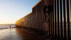 Cómo es la peligrosa ruta por el mar de los migrantes que buscan llegar a EE.UU. por el Pacífico