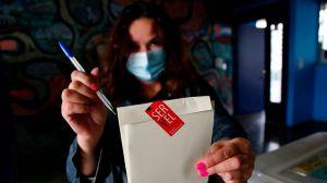 Candidatos independientes y de la oposición dominan la asamblea que redactará la nueva Constitución en Chile tras elecciones