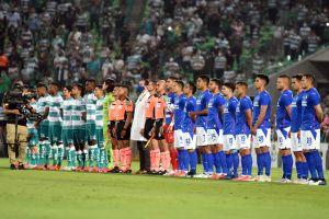 Video: A Pablo Montero se le olvidó la letra del himno en la final Santos - Cruz Azul