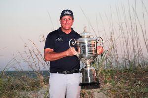 Phil Mickelson se convirtió en el jugador más longevo en ganar el PGA Championship