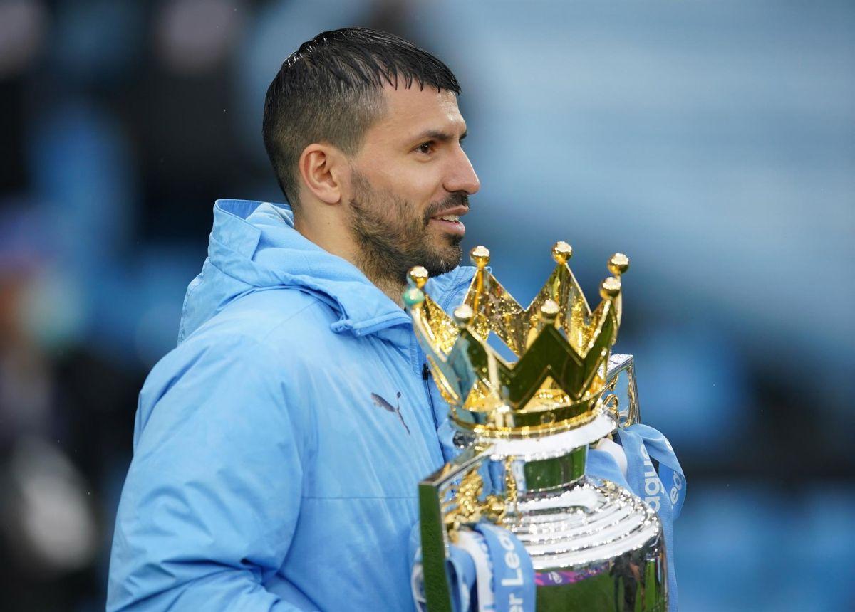 El argentino se retiró del City luego de levantar la copa de la Premier League.