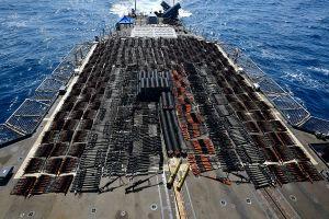 Armada de Estados Unidos intercepta embarcación con armas rusas y chinas en Mar Arábigo