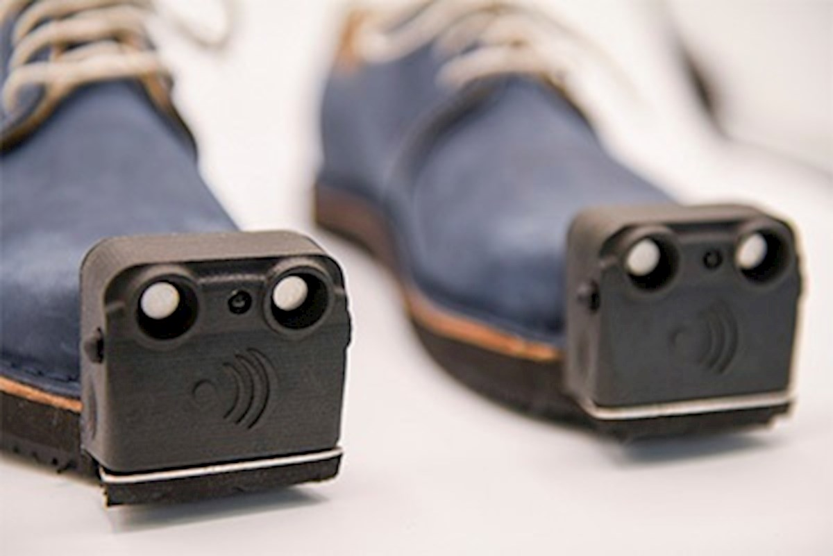 """Los """"zapatos inteligentes"""" que avisan a los invidentes de los obstáculos"""