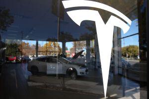 El Model S de oro se convierte en el Tesla más caro del mundo