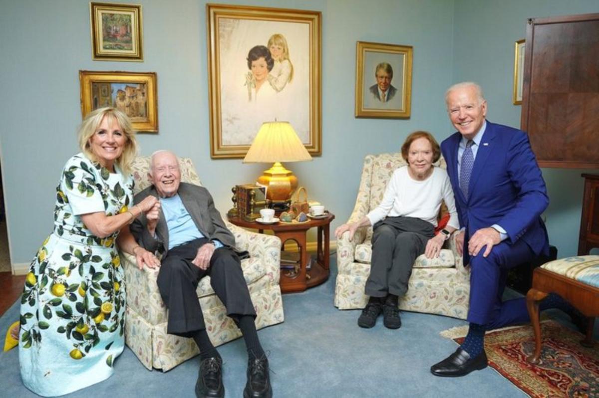 La sencilla explicación de la foto de los Biden gigantes con los diminutos Carter