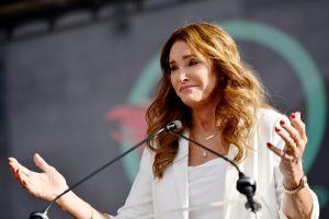 """Caitlyn Jenner: """"Estoy a favor del muro"""" en la frontera"""