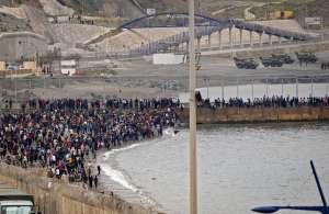 4 claves que explican la llegada récord de miles de migrantes desde Marruecos a España en las últimas horas