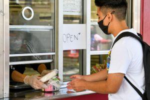 Cuatro escuelas públicas de Boyle Heights y el este de Los Ángeles ofrecen desayuno y almuerzo gratis