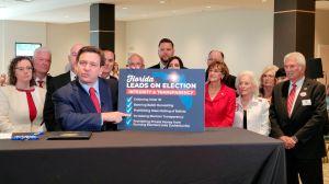 Gobernador de Florida firmó la ley que restringe el voto por correo en el estado