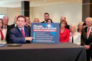 Expertos alertan que la nueva ley sobre redes sociales del gobernador de Florida es inconstitucional