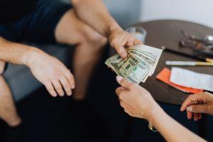 ¿Habrá cuarto cheque de estímulo o más dinero para los estadounidenses este año?