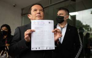 Gustavo Adolfo Infante buscará contrademandar a Enrique Guzmán por falsedad de declaraciones