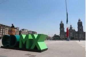 México decreta duelo nacional de 3 días por accidente del Metro e izan bandera a media asta