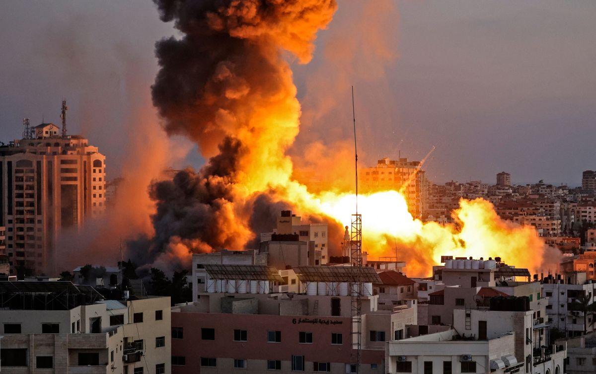 Israel intensifica su ofensiva en Gaza con ataques aéreos y de artillería mientras la violencia se extiende a Cisjordania