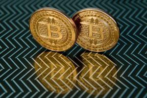 Precio de Bitcoin cae por temor a ofensiva de China contra criptomonedas