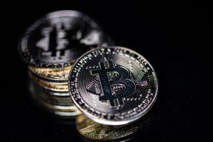 """BlockFi, un portal de servicios financieros """"regaló"""" millones de dólares en bitcoins a sus clientes por error"""