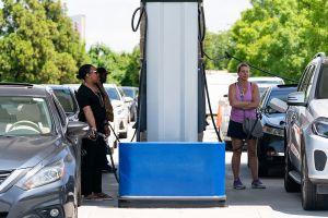 Cinco estados los más afectados por el ciberataque a oleoductos; desabasto en gasolineras provoca compras de pánico