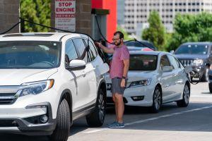 Memorial Day: Estados Unidos registra los precios más altos de gasolina en los últimos siete años, en California el galón podría rebasar los $4 dólares