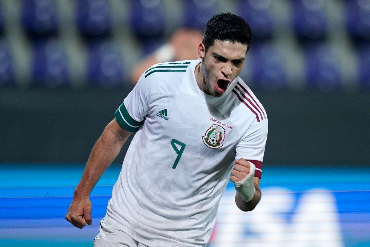 Raúl JIménez no podrá jugar con México en los próximos partidos.
