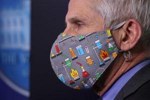 ¿Cuándo se podrá dejar de usar mascarilla contra coronavirus en interiores?