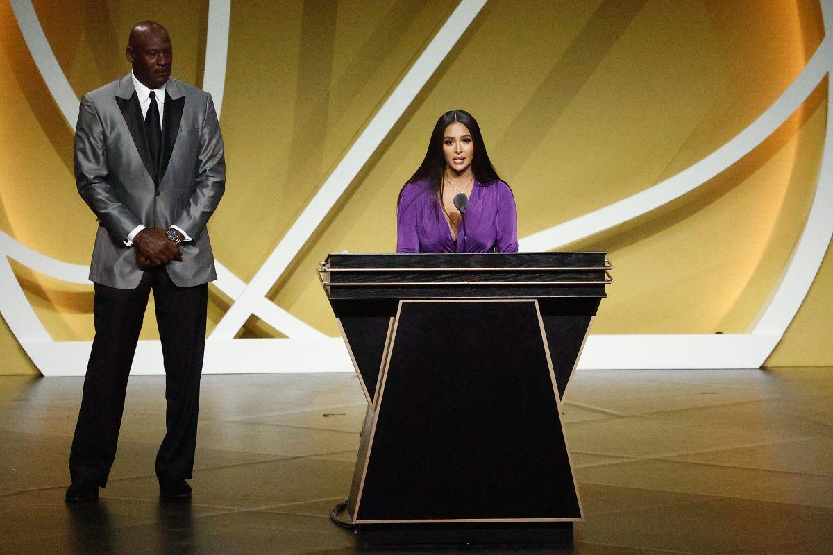 Kobe Bryant ingresa al Salón de la Fama con un duro y emotivo discurso de su viuda Vanessa