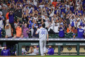 """Fans de los Dodgers invaden Houston, les gritan """"tramposos"""" a los Astros y luego celebran una paliza"""