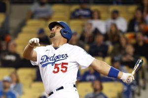 Jardinero de los Giants le roba un jonrón a Albert Pujols en el noveno inning y evita el triunfo de los Dodgers