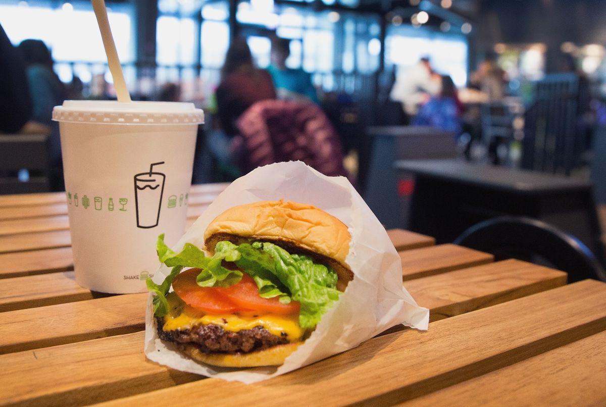 Shake Shack te regala hamburguesas y papas fritas si te vacunas en la ciudad de Nueva York