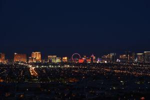 """Solo en Las Vegas: Vacunas en """"strip club"""" y la ciudad ya tiene fecha para volver a las actividades como eran antes de la pandemia"""