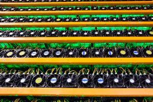 Regulaciones en China causan éxodo masivo de mineros de criptomonedas