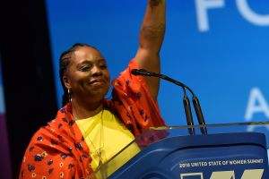 """Renuncia cofundadora de BLM en medio de controversias por dinero: hoy es su último día al frente de """"Black Lives Matter"""""""
