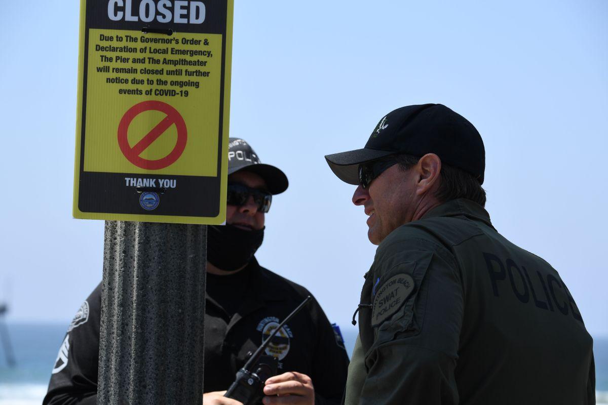 Se implantó un toque de queda en el centro de Huntington Beach hasta la mañana del domingo. (Archivo)
