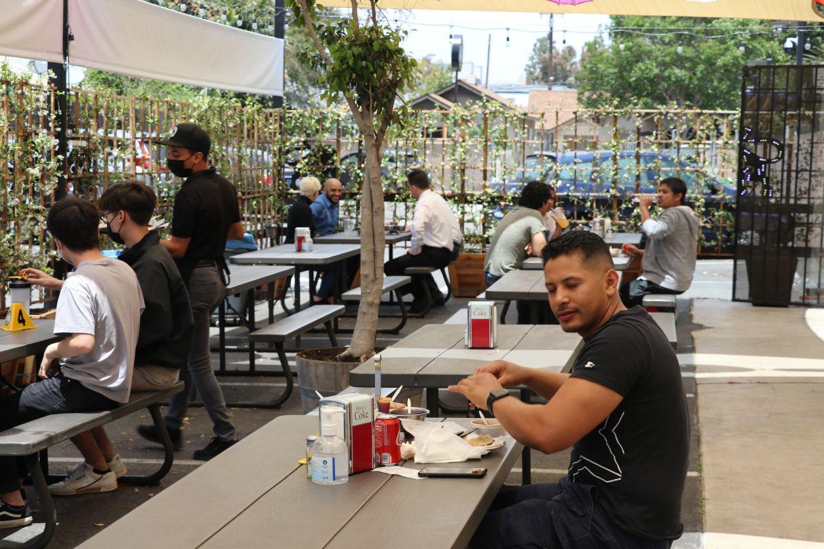 La industria restaurantera ha sido la más golpeada por la falta de empleados en todo el país.