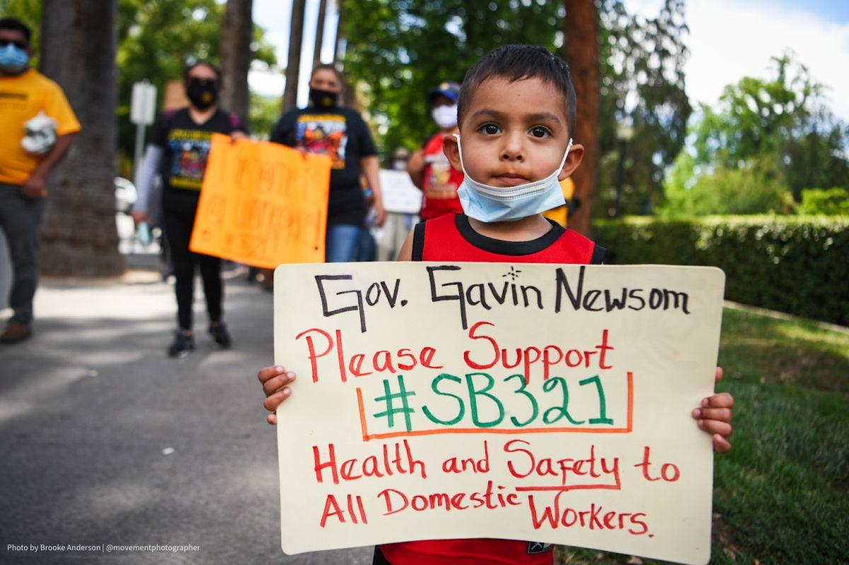 Trabajadoras domésticas exigen protecciones al gobernador Newsom