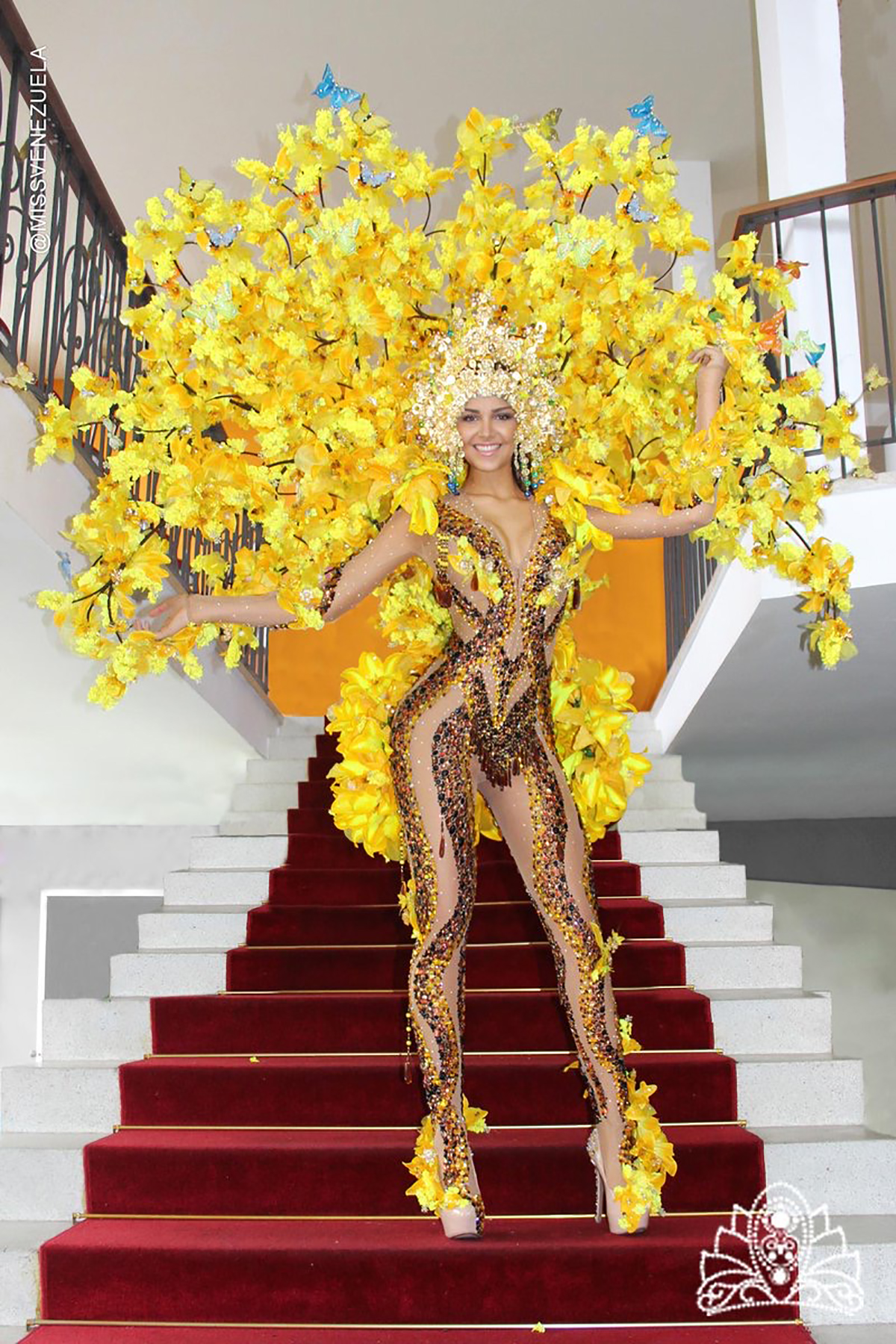 Migbelis Castellanos with the typical costume in Miss Universe