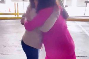 Francisca Lachapel pudo abrazar a su madre después de no verla por más de un año