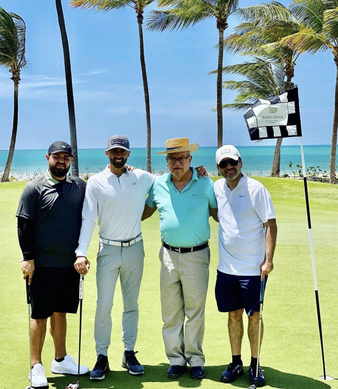 Toni Costa viajó a Puerto Rico y jugó golf