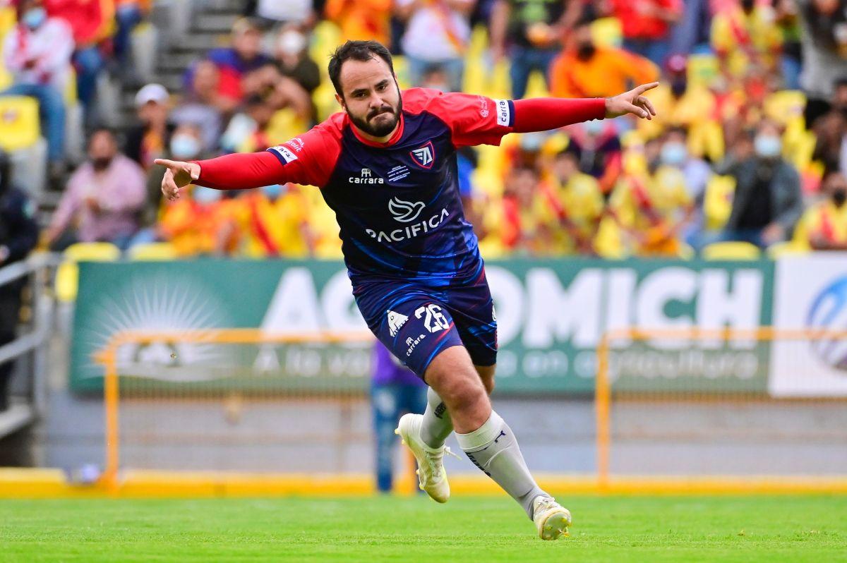 Ex futbolista de Chivas denunció acoso laboral por parte de José Luis Higuera