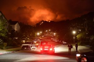 Fuego en Pacific Palisades, que afecta ya a 835 acres, marca el inicio de la temporada de incendios
