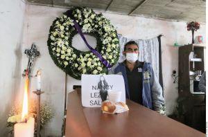 Familiares de las víctimas del accidente del Metro de la Ciudad de México realizan velorios para dar el último adiós a sus seres queridos