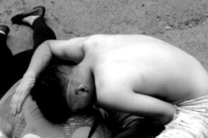 Matan a mujer a balazos frente a su hijo por negarse a pagar extorsión a narcos