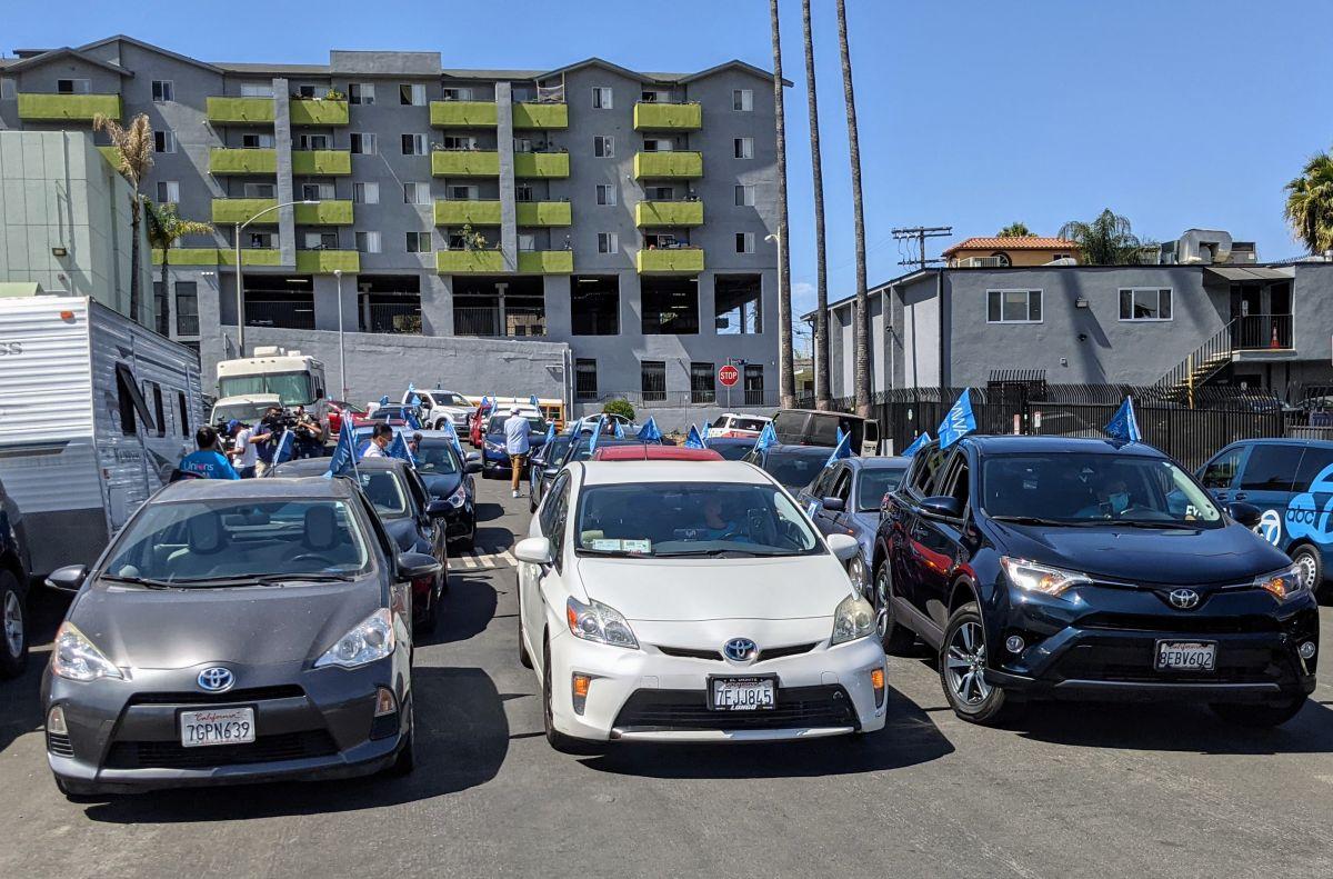 Conductores de Uber e  Instacart  piden que se les cumpla con el seguro médico