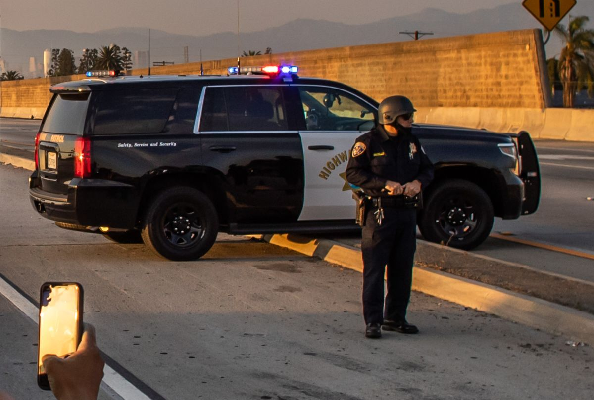 La Patrulla de Caminos de California cerró la autopista durante 8 horas para efectuar las investigaciones.