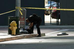 Fuego cruzado alcanza a niña de 8 años mientras iba en bicicleta en el sur de Los Ángeles