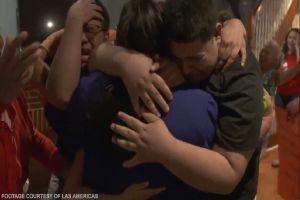 VIDEO: Familia inmigrante hondureña se reencuentra tras estar separada casi 4 años por política de Trump
